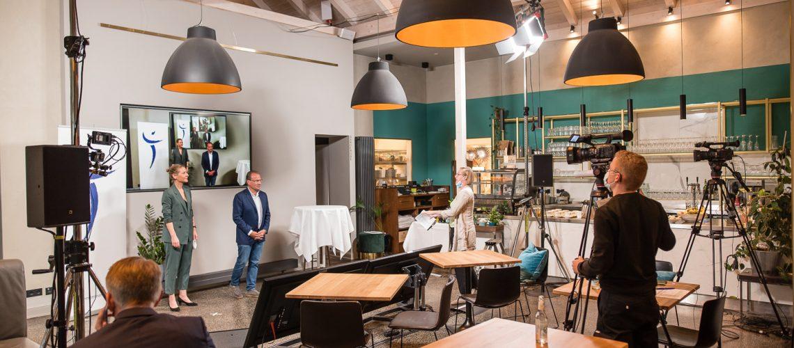 Mammazentrum Hamburg, Dysplasiezentrum Hamburg, Zwischen Hamburg und Münschen, Hybridveranstaltung im Restaurant Sante!, Hamburg, 24.09.2021  | [© (c) Martin Zitzlaff, www.zitzlaff.com, Veroeffentlichung nur gegen Honorar (MFM) und Belegexemplar, mit Namensnennung. ] [#0,26,121#]