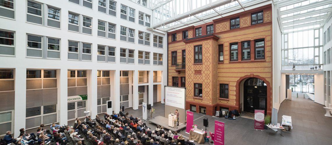 Informationstag Brustkrebs des Mammazentrum Hamburg, HanseMerkur Versicherung, Hamburg, 12.2.2017  | © (c) Martin Zitzlaff, Lehmweg 55, 20251 Hamburg, Germany, Tel. +491711940261, http://www.zitzlaff.com, info@zitzlaff.com, Postbank Hamburg, IBAN: DE23 2001002000 10204204, BIC: PBNKDEFF, MwSt. 7%, Veroeffentlichung nur gegen Honorar (MFM) und Belegexemplar, mit Namensnennung] [#0,26,121#]